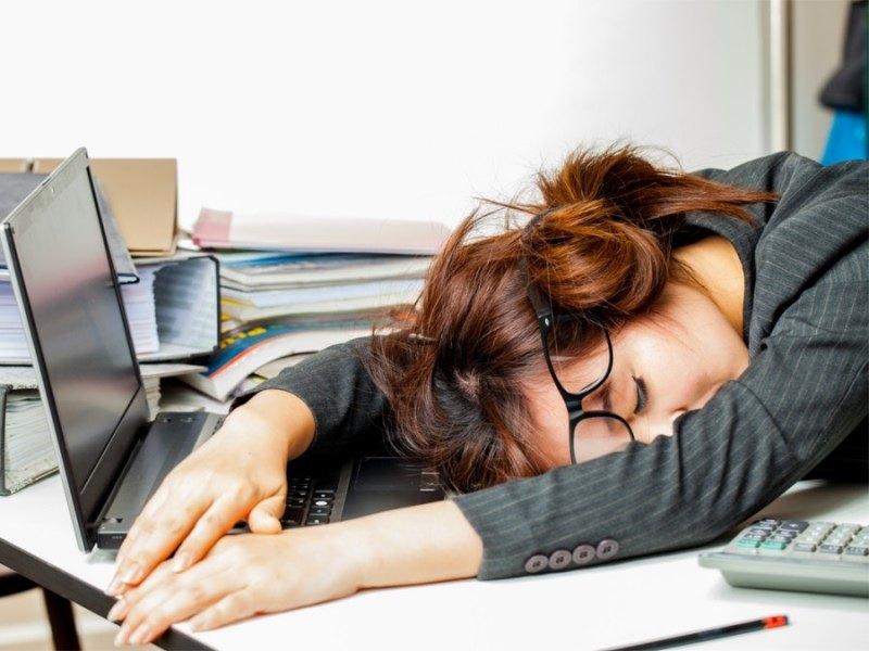 Смешная картинка спит на работе, веселые