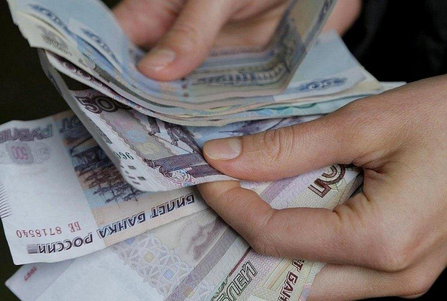 Фото в руках денег россии